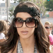 Tips Memakai Oversize Butterfly Sunglasses Ala Kim Kardashian