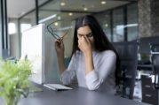 5 Kebiasaan yang Bisa Membuat Mata Menjadi Cepat Rusak